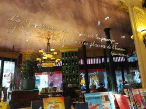 Photo du miroir murale d'un café citant Epicure
