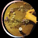 Vignette ronde atelier confection de couronnes de fleurs