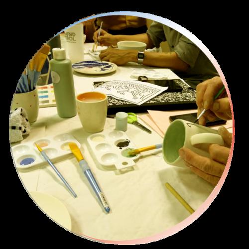 Vignette ronde atelier dessins sur céramiques