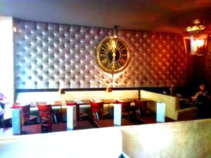 Photo d'intérieur d'un café restaurant